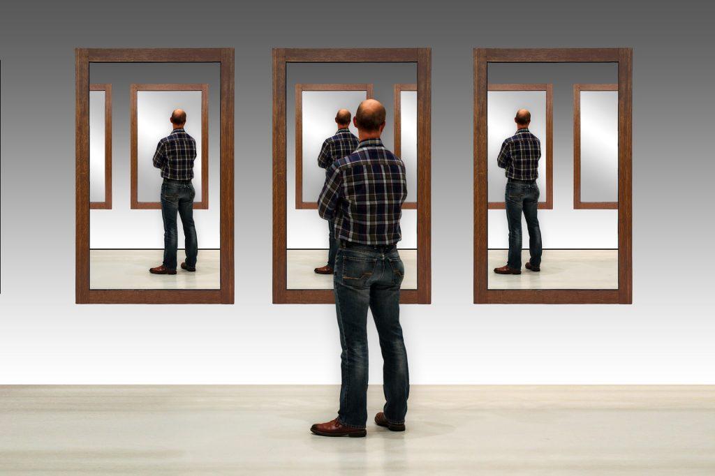 Mirrors in the bedroom Feng shui Dejanovska